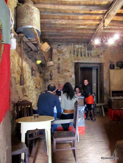 Makeshift restaurant, Alcaide
