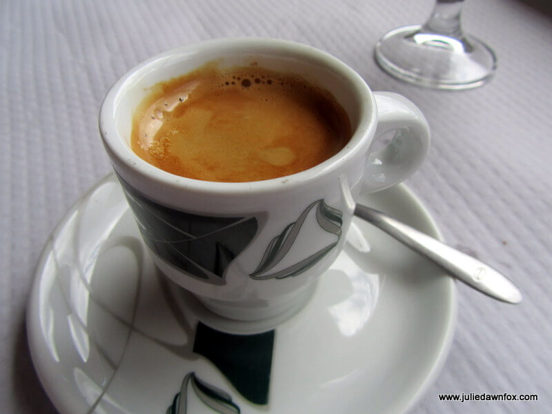 café cheio. Portuguese expresso topped up with hot water