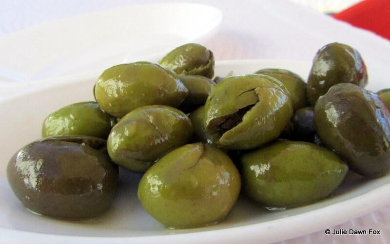 Green Elvas olives