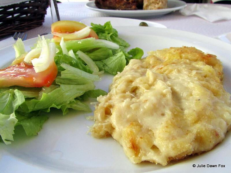 bacalhau com natas / cod with cream and side salad