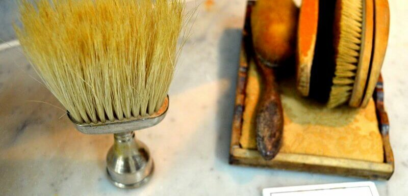 Neck brush and other original hairdressing equipment.