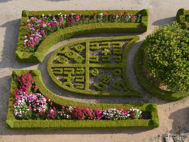 Family coat of arms cut into the hedges at Casa da Insua, central Portugal