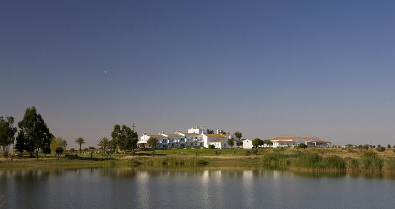 Herdade dos Grous and lake
