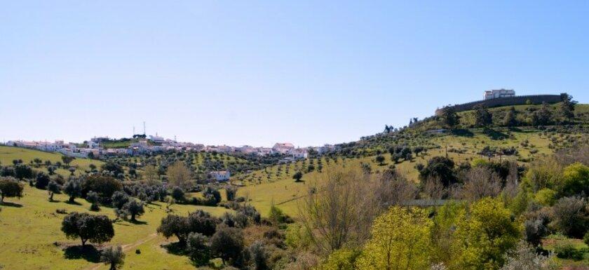 Arraiolos as seen from the Pousada at Convento dos Lóios. Visiting Arraiolos. What to see and do in Arraiolos
