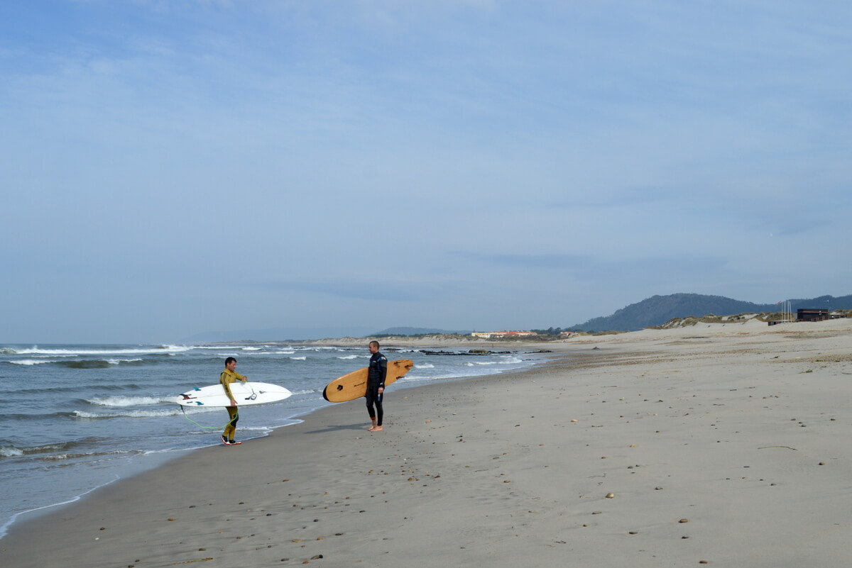 Surfers, Suave Mar beach, Esposende