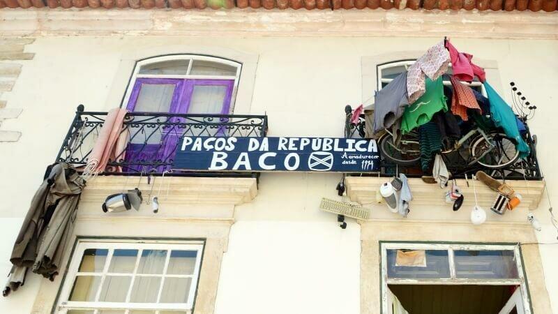 Let it all hang out. Paços da República, Coimbra