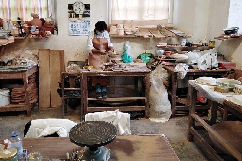 Ceramicist at work, Oficina de Olaria e Azulejaria, Tomar