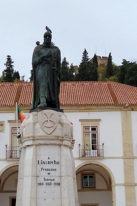 Statue of Gualdim Pais, founder of Tomar